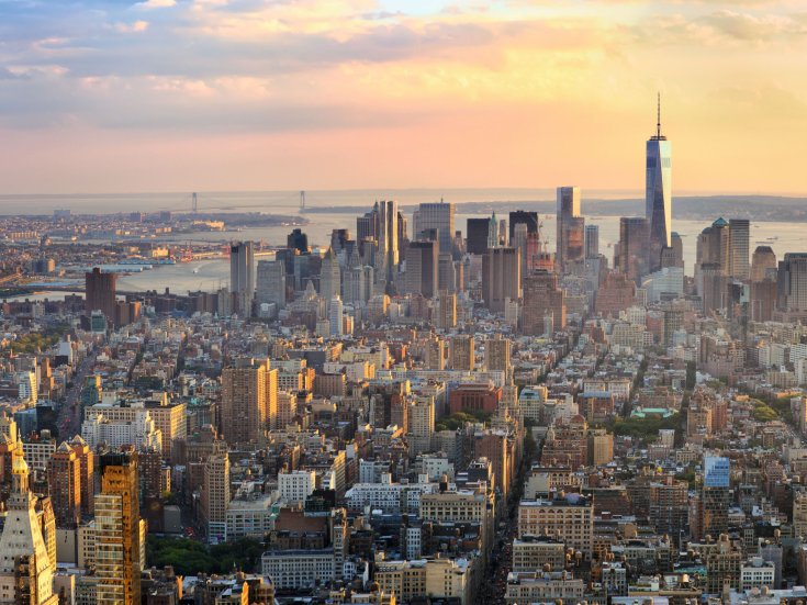 Manhattan panorama at sunset aerial view, New York, United States Bild: Oleksandr Dibrova/stock.adobe.com